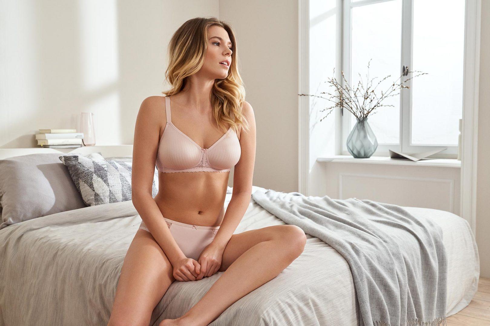 model looking over